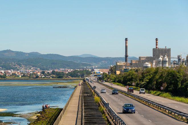 Planta de Ence entre los municipios de Pontevedra y Marín.
