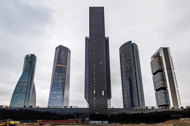 Imagen del nuevo edificio de IE University (en el centro) en Madrid.