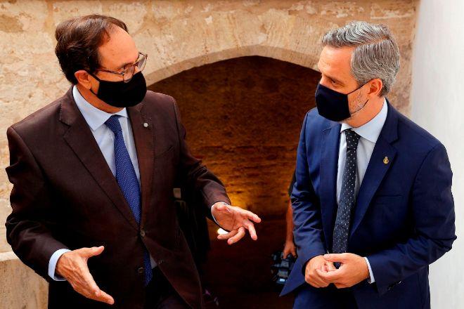 El conseller de Hacienda valenciano, Vicent Soler, y el consejero de Hacienda y Financiación Europea de la Junta de Andalucía, Juan Bravo.