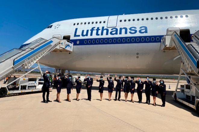 La compañía aérea Lufthansa ha tenido que habilitar su avión más grande, el Boeing 747-8, para atender la demanda de alemanes que quieren pasar sus vacaciones en Mallorca.