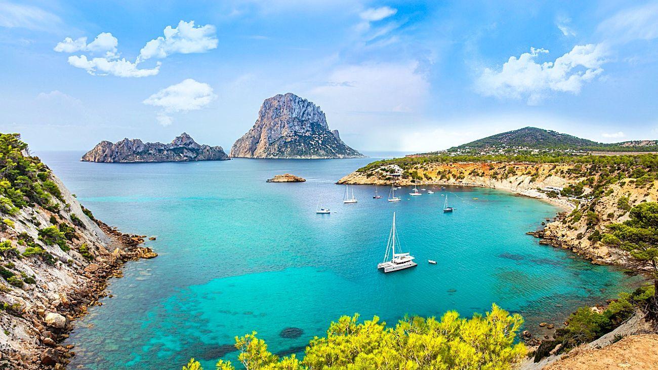 Ibiza es el destino preferido por los ingleses para alquilar un barco.