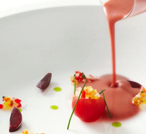 Variante del gazpacho elaborada por Joan Roca con cerezas.