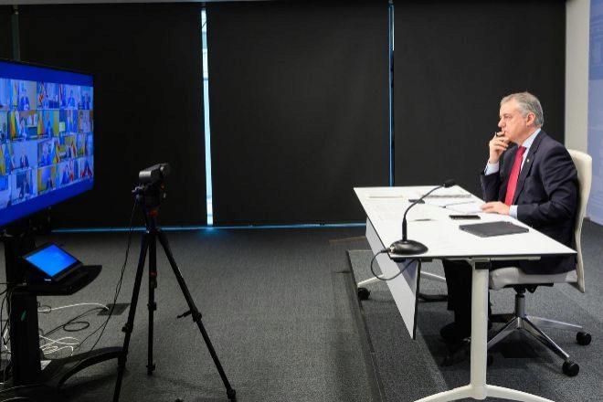 El lehendakari Iñigo Urkullu, durante su presencia telemática en una conferencia de presidentes autonómicos, el pasado verano.