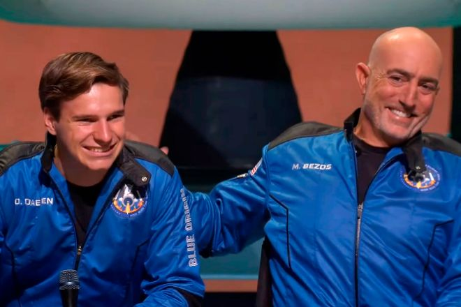 Launch Site One (United States), 20/07/2021.- A frame grab from a Blue Origin handout video showing Oliver Daemen (L) and Mark lt;HIT gt;Bezos lt;/HIT gt; during a press conference after Blue Origin New Shepard with lt;HIT gt;Jeff lt;/HIT gt; lt;HIT gt;Bezos lt;/HIT gt;, Mark lt;HIT gt;Bezos lt;/HIT gt;, Wally Funk and Oliver Daemen made a trip to space following lift off from Launch Site One, Texas, USA, 20 July 2021. (Estados Unidos) EFE/EPA/BLUE ORIGIN / HANDOUT HANDOUT EDITORIAL USE ONLY/NO SALES