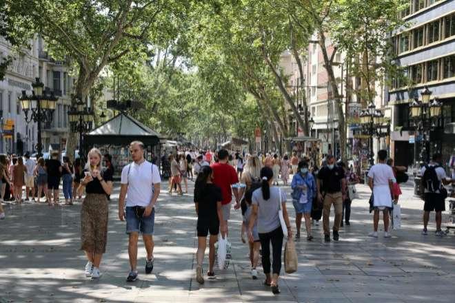 Turistas por las Ramblas este verano.