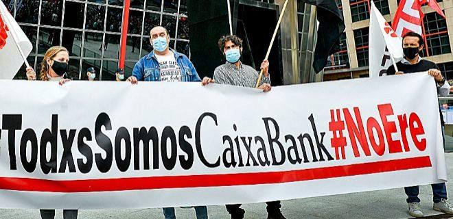 Manifestación de empleados de CaixaBank durante la negociación del ERE.