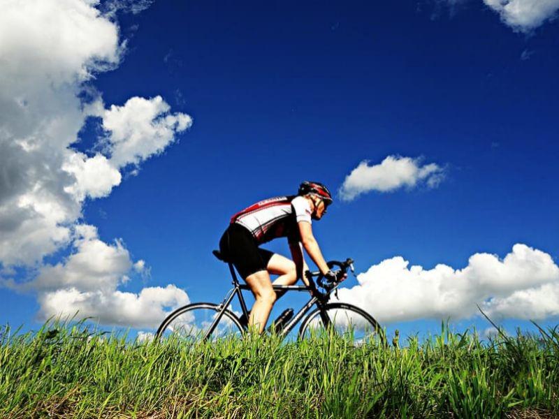 Entre los descuentos de hoy hay algunos artículos deportivos, como unas luces para la bicicleta.
