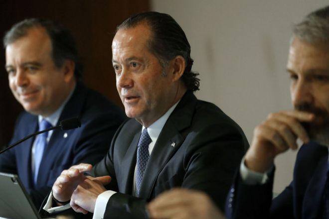 Juan Carlos Escotet, presidente de Abanca, en el centro de la imagen.