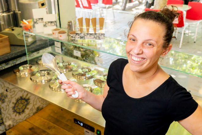 Irene Iborra forma parte de una familia dedicada a la elaboración artesanal de helados y horchata desde hace cinco generaciones.