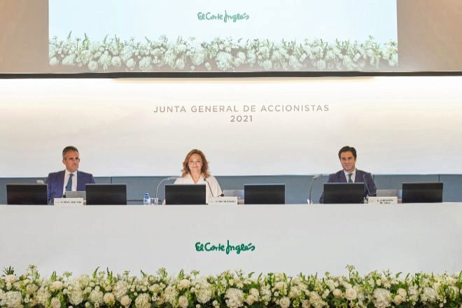 Víctor del Pozo, consejero delegado de El Corte Inglés, junto a Marta Álvarez, su presidenta, y José Ramón de Hoces, consejero secretario.