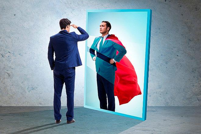 <strong>SUPEREJECUTIVOS</strong>  Muchos de los profesionales que participan en un proceso de 'coaching' descubren, a su pesar, que no son 'superejecutivos'. Esta disciplina de desarrollo se basa en la escucha activa. El buen 'coach' tiene la capacidad de colocar un espejo delante de la persona con la que está trabajando -'coachee'- para que vea su reflejo, descubra cómo es realmente y ello le permita crecer como profesional y como persona. A veces el reflejo devuelve una imagen en la que pocos se reconocen. Esa frustración inicial puede ser el punto de partida para el cambio y el éxito de carrera.