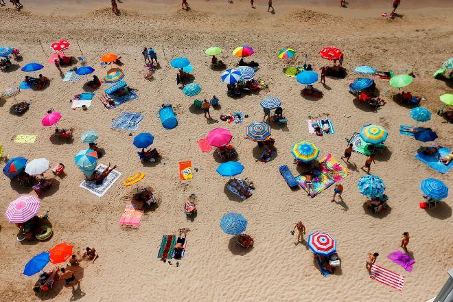 Los destinos de sol y playa, como Benidorm, en la imagen, están entre los más castigados por la pandemia.