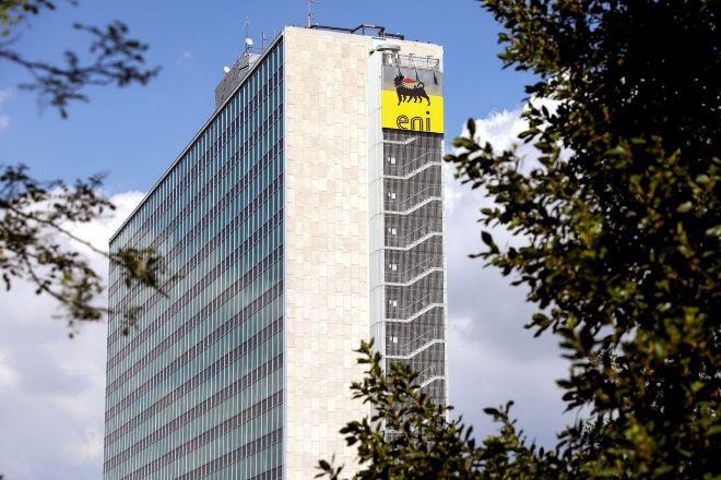 Eni da su gran salto en renovables en España con una alianza multimillonaria con Azora Capital