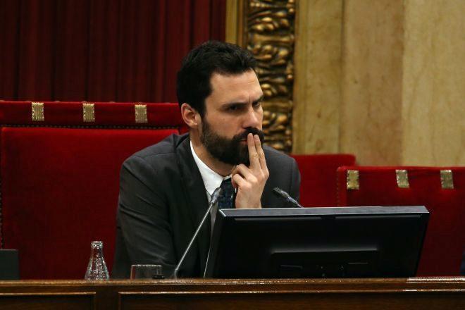 Roger Torrent, en la anterior legislatura, presidiendo el pleno del Parlament.