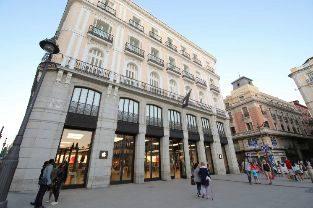 Tienda de Apple en la Puerta del Sol de Madrid.