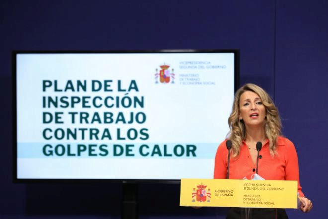 Díaz niega a Cuerva que quiera acabar con la subcontratación en la reforma laboral