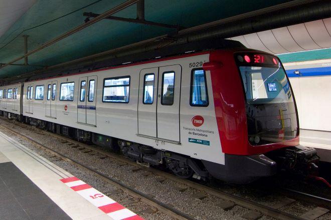 Tren de la serie 5000 del Metro de Barcelona cuando entró en circulación.