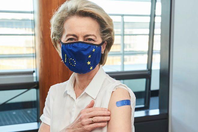 Von der Leyen tras recibir la vacuna contra el Covid-19.