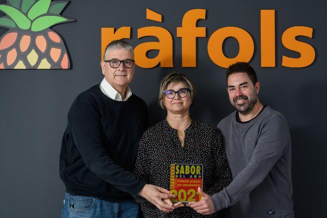Eduard Ràfols, gerente de Fruits Ràfols; su mujer y directora general, Enriqueta Monfort, y el director de operaciones, Carlos Jiménez.