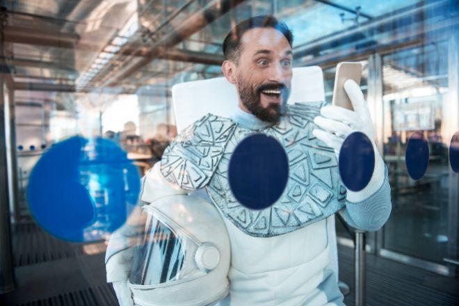 Las investigaciones sugieren que la NASA debería asignar a las futuras misiones espaciales de larga distancia un miembro de la tripulación con una personalidad bromista para rebajar la tensión y fomentar el pensamiento innovador.