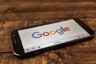 Bruselas exige a Google más transparencia en las búsquedas de hoteles y vuelos