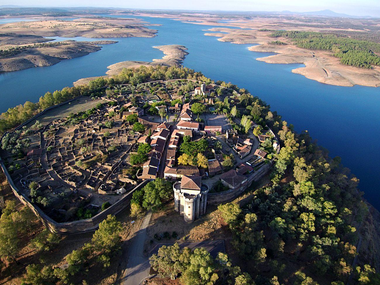 Este antiguo feudo medieval, considerado hoy uno de los...