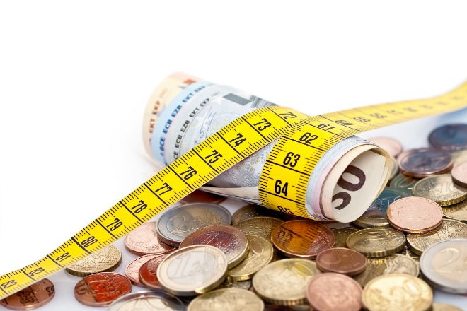 El salario anual bruto por trabajador cayó un 2,6% en 2020 y se situó en 22.837 euros por los ERTE