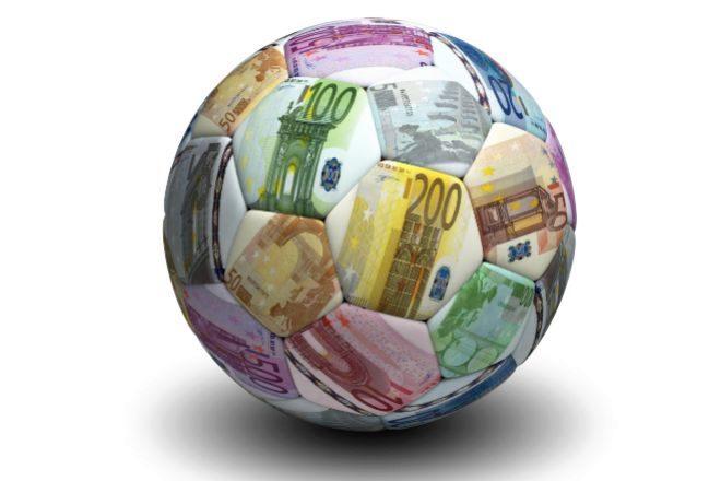 El Covid provoca la primera caída de ingresos en una década del fútbol europeo