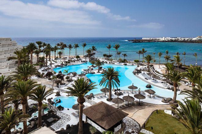 Lanzarote es sinónimo de playas de arena dorada, aguas transparentes y paisajes volcánicos, pero sobre todo de respeto a la naturaleza frente al turismo de masas.