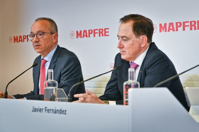Fernando Mata, director financiero, y Antonio Huertas, presidente de Mapfre.