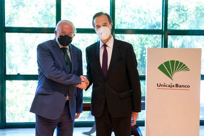 Manuel Azuaga y Manuel Menéndez, presidente y consejero delegado de Unicaja, respectivamente.