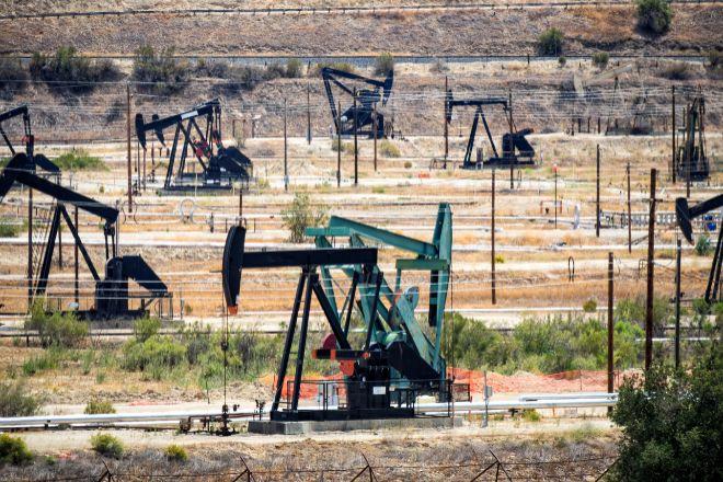 El precio del petróleo cotiza en máximos.