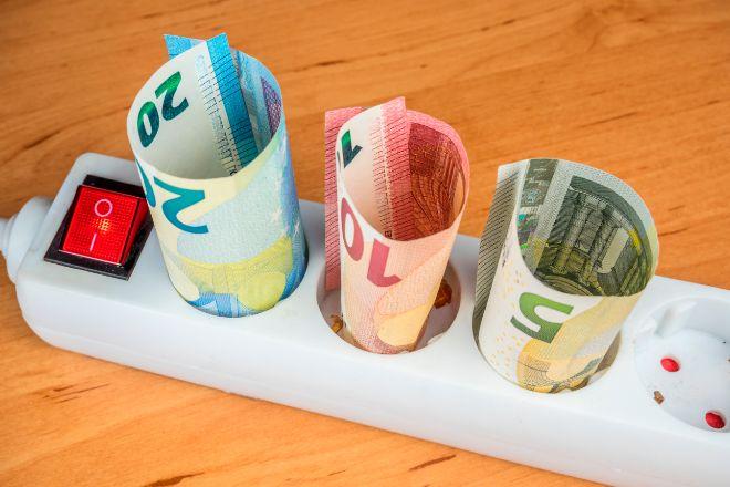 Los hogares pagan cerca de 110 euros más por la luz en lo que va de año