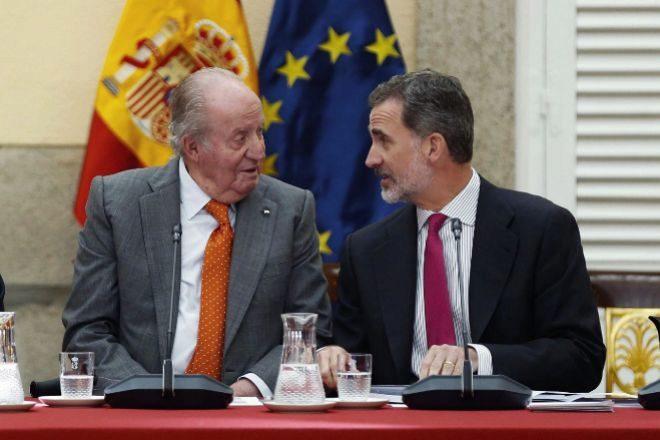 El Rey Emérito, Juan Carlos I, junto al Rey Felipe VI.