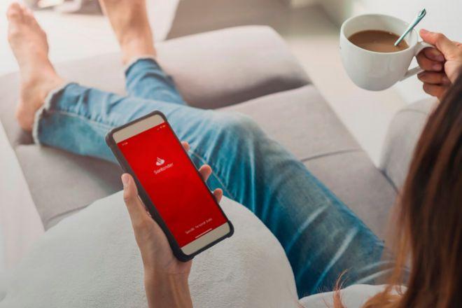 El uso de la banca móvil se multiplica entre los clientes de Santander.