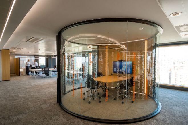 La nuevas oficinas disponen de salas de reuniones, espacios de colaboración y salas polivalentes de gran tamaño y modulables.