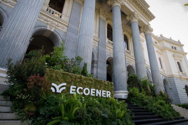 Fachada de la Bolsa de Madrid en el día del estreno de Ecoener