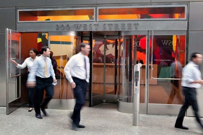 Goldman Sachs aumenta el sueldo de su personal junior tras recibir quejas por agotamiento