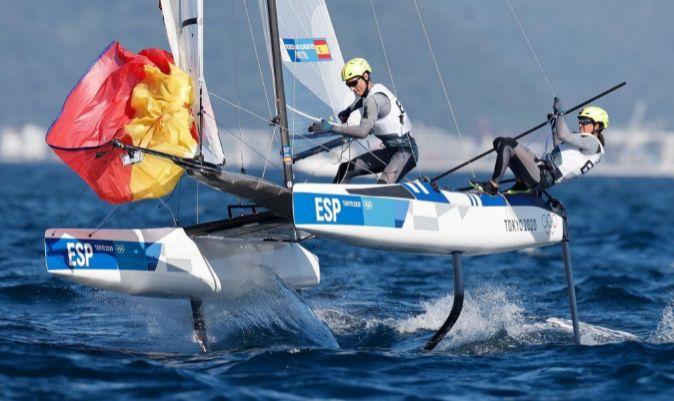 Tara Pacheco y Florian, durante la medal race en Nacra 17. | EFE