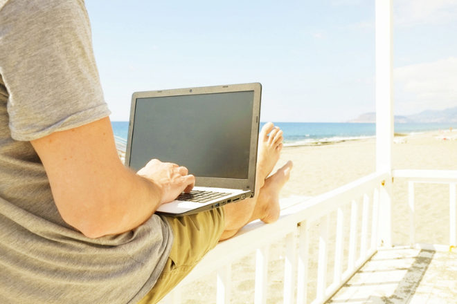 Conectarse desde la playa... ¿le convierte en un teletrabajador más productivo?