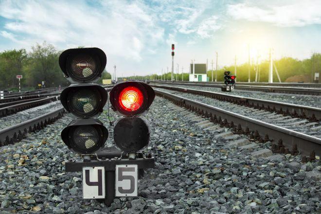 Hitachi se impone a CAF en la puja por el negocio ferroviario de Thales