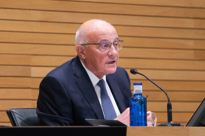 Josep Oliu invierte 1,2 millones en la compra de acciones de Banco Sabadell