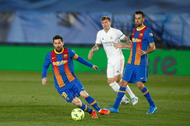 Leo Messi durante un partido entre el Real Madrid y el FC Barcelona.