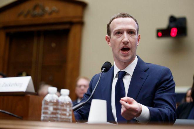 En 2018, Mark Zuckerberg testificó por primera vez ante el Congreso de Estados Unidos para pedir perdón y explicar el escándalo de Cambridge Analytica.