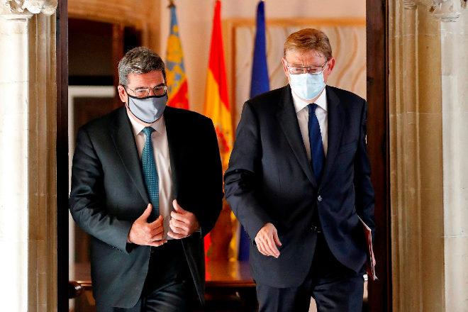 El ministro de Inclusión, Seguridad Social y Migraciones, José Luis Escrivá, junto al presidente de la Comunidad Valenciana, Ximo Puig, ayer en Valencia.
