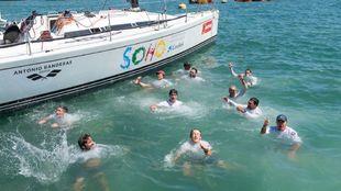 La tripulación del 'Soho' celebra el título de la Copa del...