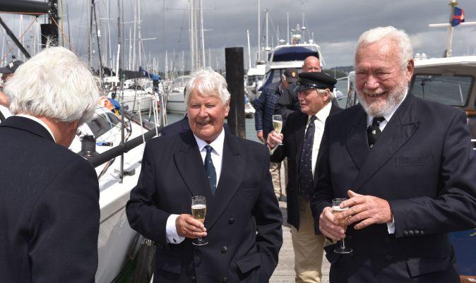 Chay Blyth, junto a Robin Knox-Johnston, el 6 de agosto en Hamble.   PPL