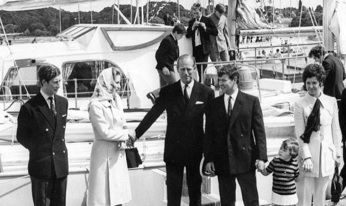 Blyth y su familia, junto a Felipe de Edinburgo, Carlos de Gales y la princesa Ana.   PPL