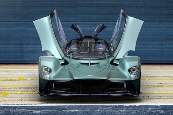 Las nuevas puertas diédricas con bisagra delantera, exclusivas de Valkyrie Spider, se han rediseñado para que se inclinen hacia adelante.
