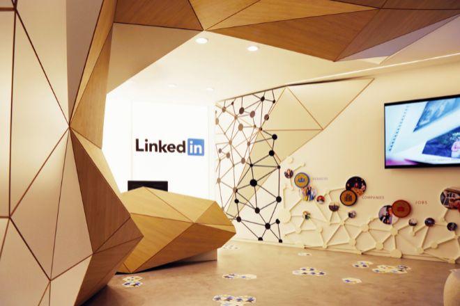 Las oficinas de LinkedIn en España, en el Paseo de la Castellana de Madrid, fomentan los espacios versátiles.
